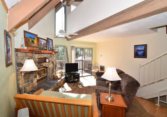 Walk to Village! Private & Cozy 2+Loft Sleeps 8 - Mammoth Lakes - Kondominium