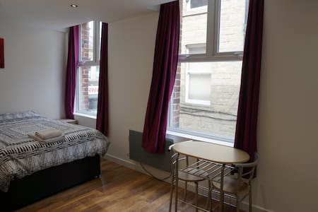 Dewsbury Town Centre Studio Apartment - Dewsbury