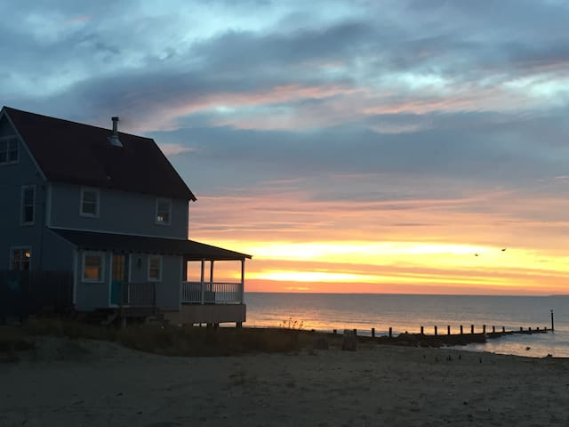 Direct Waterfront - Perfect Beach Cottage - Old Lyme - Talo