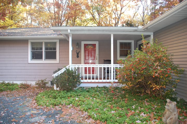 Deer Peg Cottage- A comfy place to call home!
