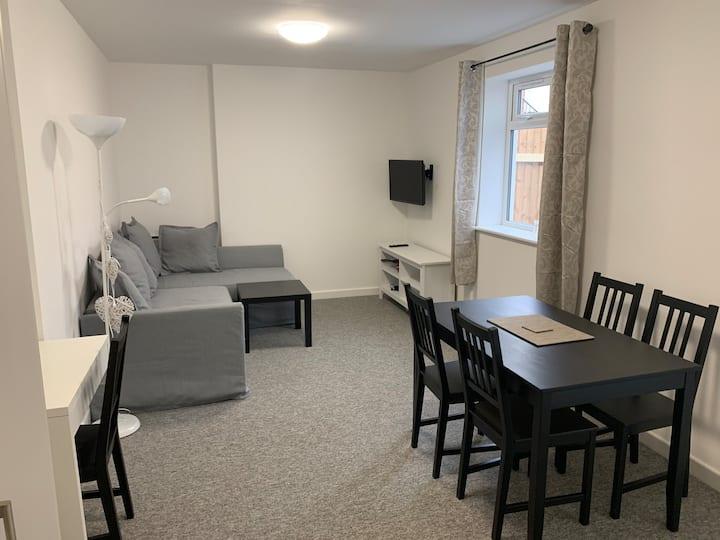 Flat 1, 2 bed, 2 bath, clean, bright & spacious.