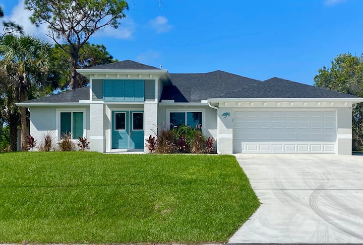 New Home w/ Pool, 10 mins to Manasota Key beaches