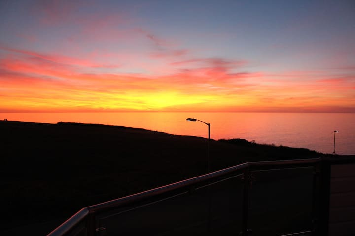 Sunset Views, Fistral Beach, Newquay + Discounts