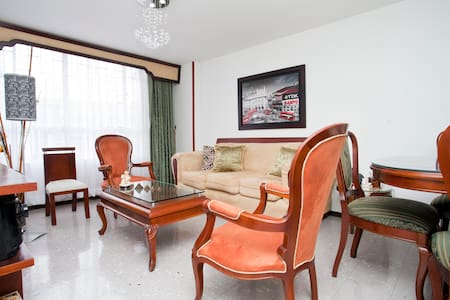 Flat close to airport - Bogotá - Bed & Breakfast