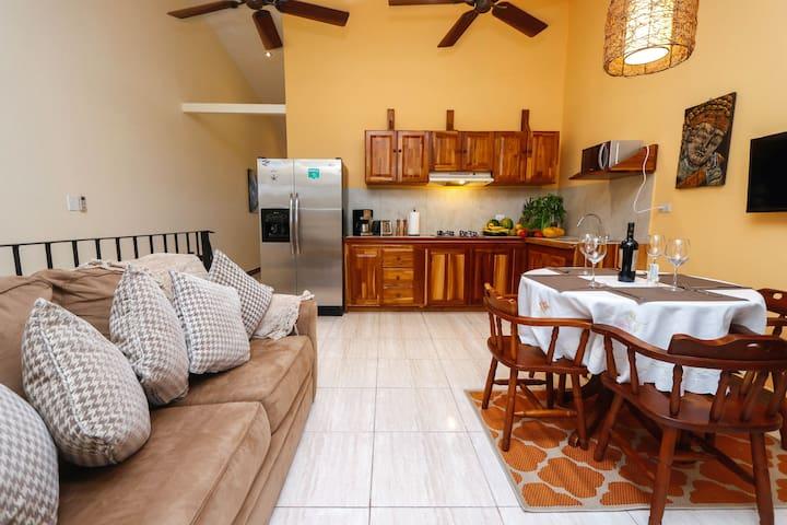 Modern, Beautiful Apartment perfect retreat!