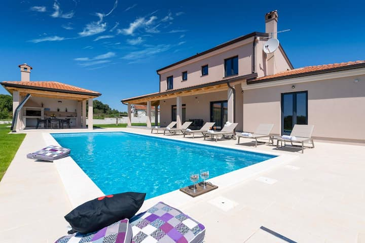 Beautiful family Villa Joze in the quiet area