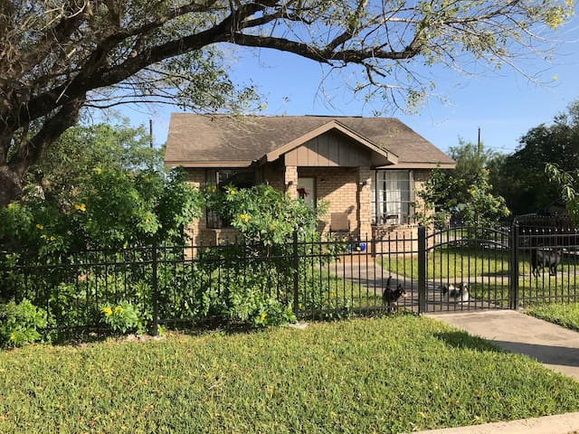 Upscale house in downtown Edinburg close to UTRGV