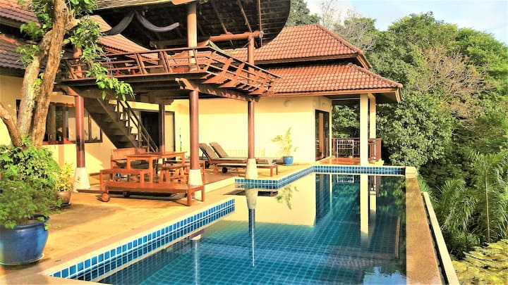 The Great Escape Villa with 13m long pool, seaview