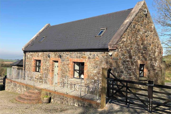 Cottage - countryside, alpacas, ducks, chickens ..