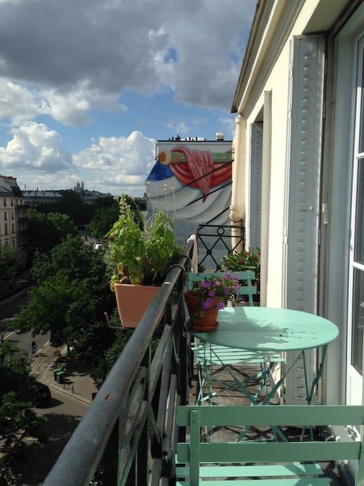 balcon avec vue sur Montmartre