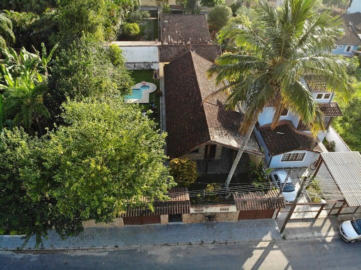 Charmosa Casa com Piscina em IlhaBela