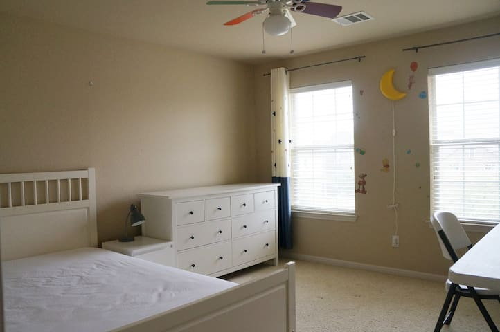 #3Deluxe double bed and shared bathroom