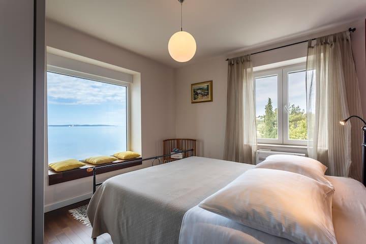 DIRECTLY ON THE BEACH 360° sea view - near Split