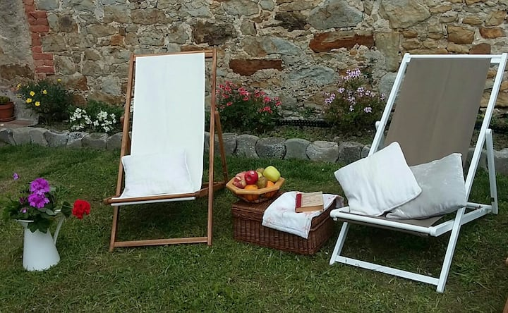 Estudio minimalista con jardin en Galizano