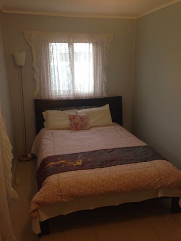 Private room - 3km away from city - Lyneham - House