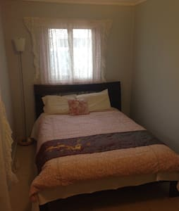 Private room - 3km away from city - Lyneham - 獨棟