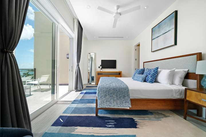 Wake up to spectacular sunrise views from the Master Bedroom overlooking Nassau Harbour.