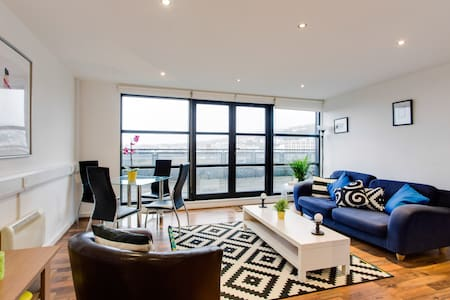 Central Swansea & Balcony with Spectacular Views - Swansea