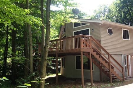 Pocono Vacation Rental - Oberon Road - Tobyhanna - Alpstuga