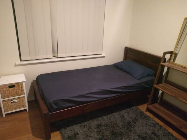 Private room in a shared house available for stay