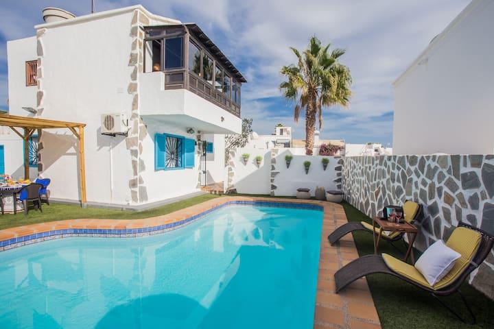 Palm Villa Puerto del Carmen ( Pool & Jacuzzi )