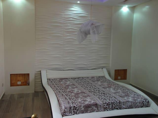 Une chambre Privée décorée dans un style classique - Popenguine - House