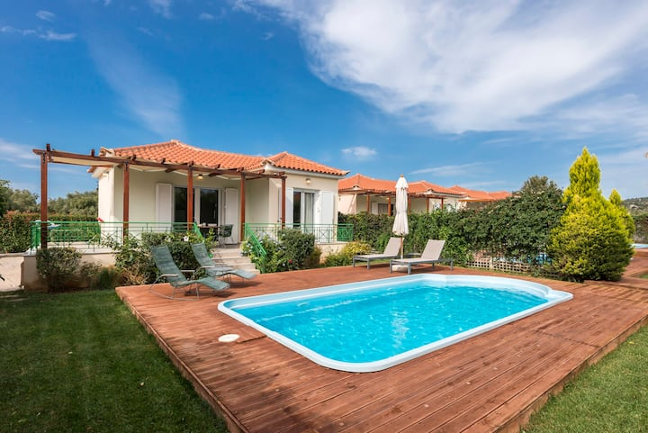 Private pool villas close to the beach/up to 16ppl