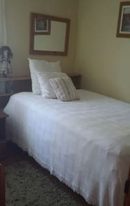 Warm bedroom Suite, St. Paul, MN - Saint Paul - Hus