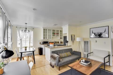 Luxury Upper 1Bed/1Bath Suite at 10th & Wilshire