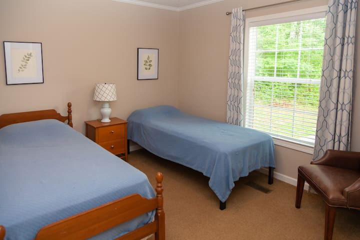 3 Bedroom with two twin beds
