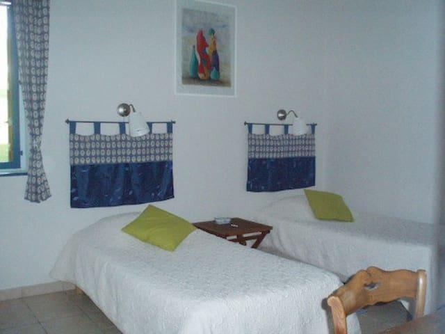 Chambre Bleuet - Le petit Dennevy - Dennevy - 旅舍