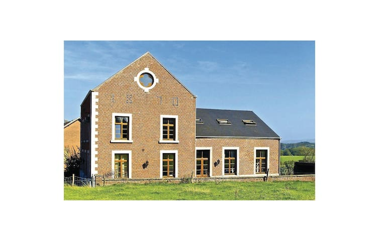 Holiday cottage with 8 bedrooms on 471 m²