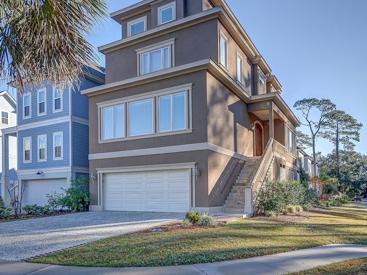 90 Sandcastle ~ Fabulous mid-island location in the beach-oriented, gated community of Sandcastles by the Sea, easy and quick access to everything!