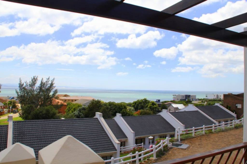 Bella Vista 4 is 300 meters from the beach and sea (Surfers area)