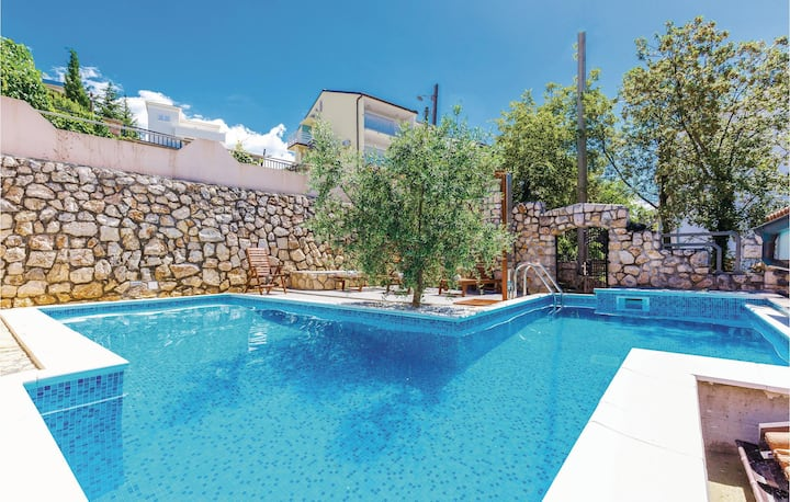 Amazing home in Dramalj with WiFi, Outdoor swimming pool and 2 Bedrooms