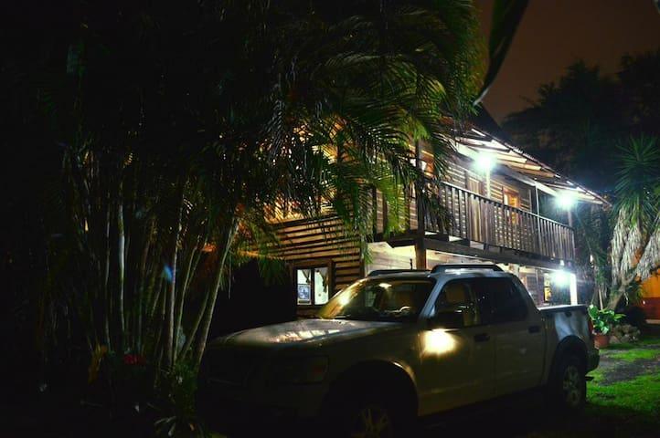 Cabaña rústica de madera en Xico, Veracruz. - Xico