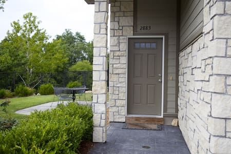 Spacious, Luxury Condo-2 Miles From Downtown!