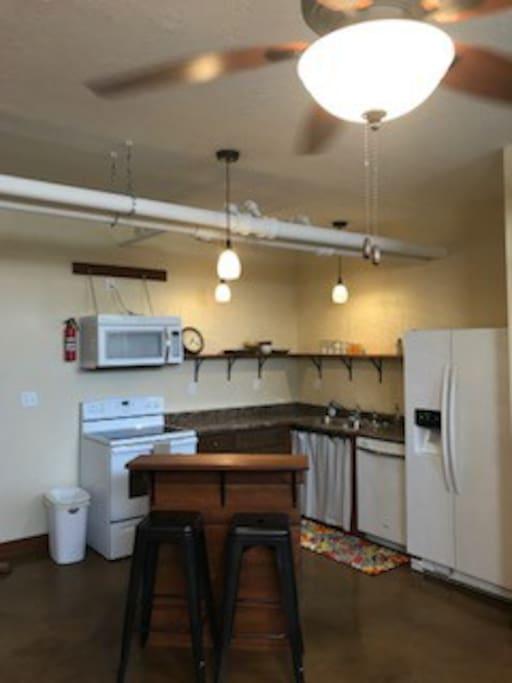 Full kitchen w/two barstools