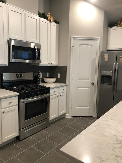 2B/2BA Modern Pearland Home close to Hobby Airport