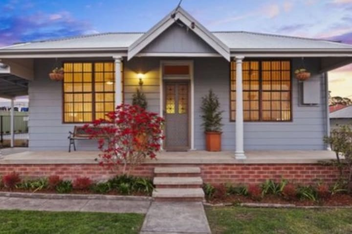 Neat and tidy house, short drive to CBD