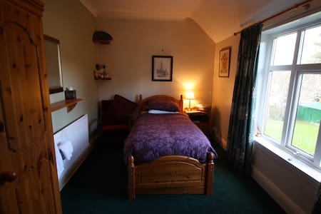 Comfy single room in leafy suburb - Wolverhampton - Rumah