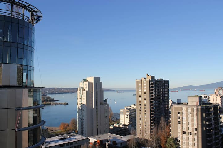 STUDIO English Bay. Great Location! Free Parking!