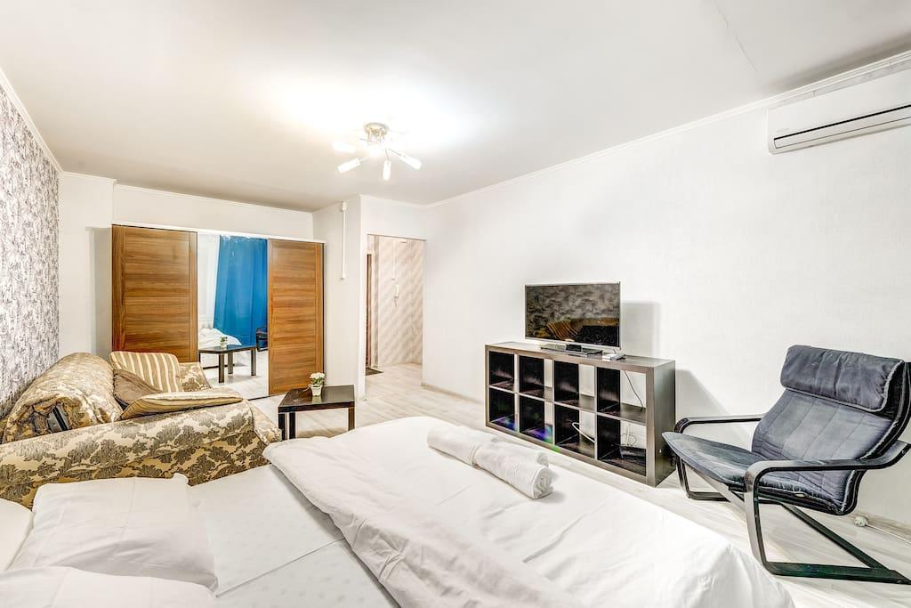 Спальня, гостиная зона