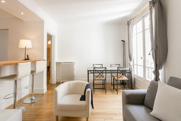 Cosy 600 sq ft appartment close to Eiffel Tower