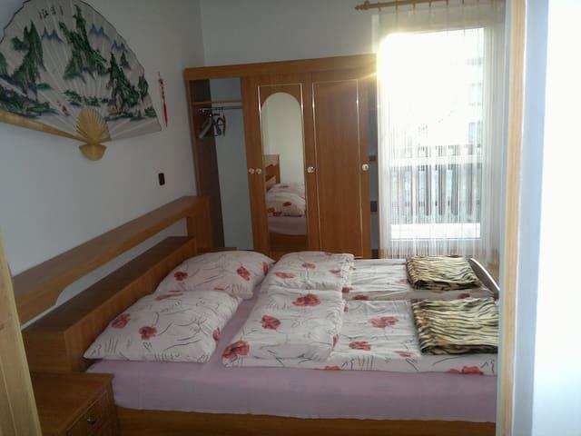 Apartament nr 8 - 4 osobowy z łóżkiem małżeńskim