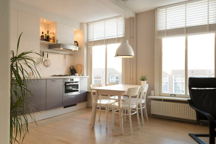SUPERB LOCATION: Modern apartment in De Pijp!