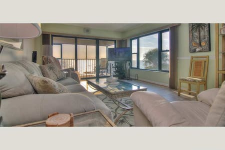 AD204 - Arie Dam Renovated condo Madeira Beach - Condominium