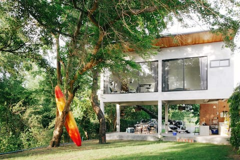 Kan Lueng Home: A House By The River