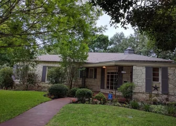Central, Historic Spacious Home 30 day min stay