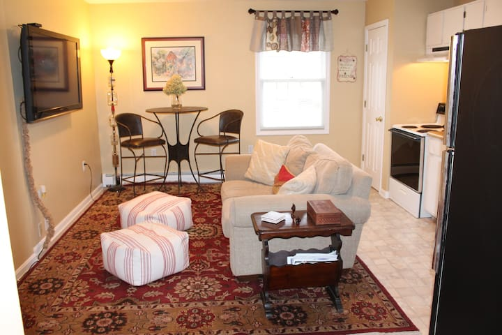 Carriage House Prime Location! With Outdoor Space